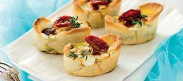 Mini quiche con pomodorini secchi e formaggio